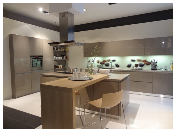 Schuller Gala Truffle lacquered high gloss showing glass splash back