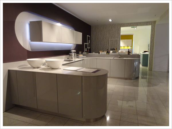 schuller gala in champagne lacquered high gloss notice the curved edges and worktops - Schuller Kuche Gala