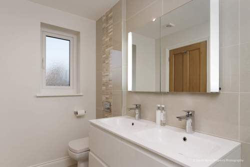Maximising available bathroom space